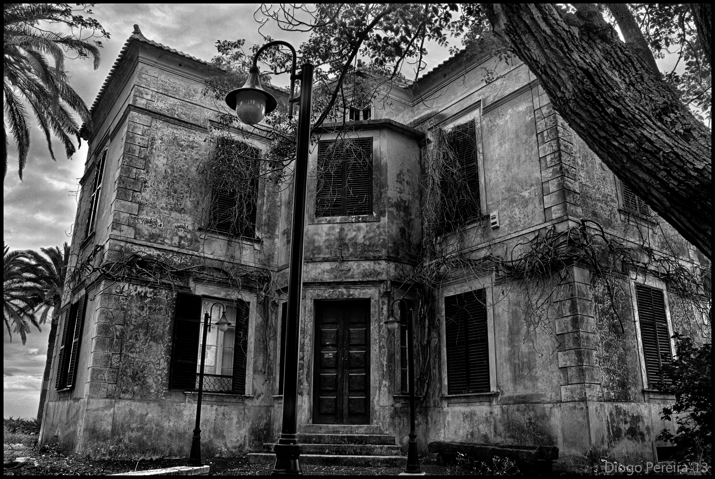 Eerie house life in a photograph for Houses images pictures